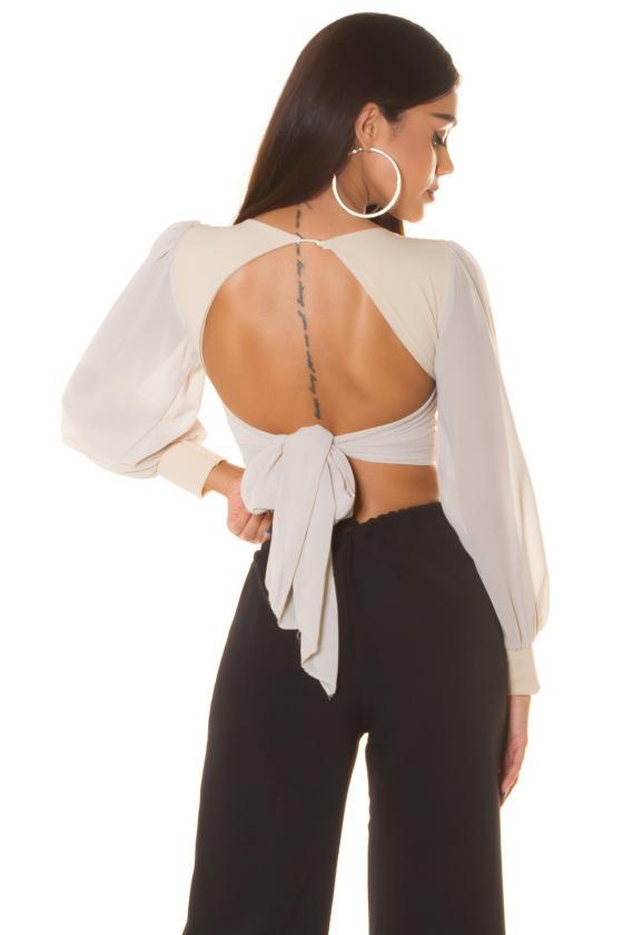 Rausvos spalvos suknelė atvirais pečiais