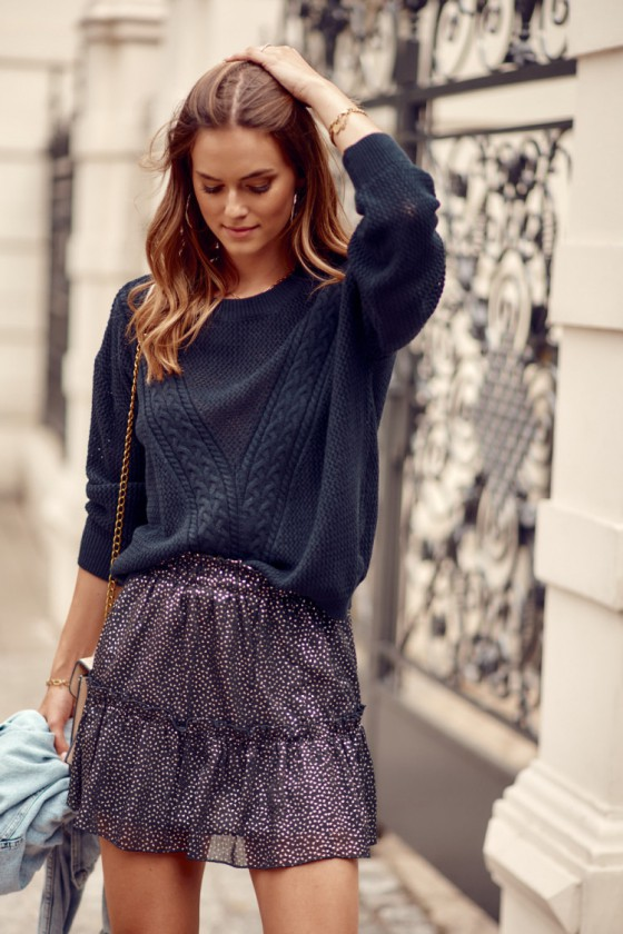 Juodos spalvos oversize megztinis_214779