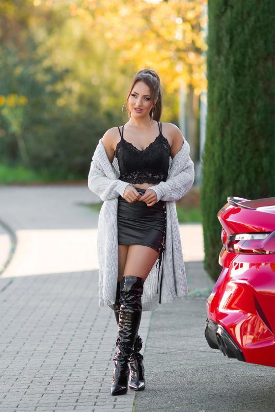 Juodos spalvos ilga suknelė su gėlių raštais_216440