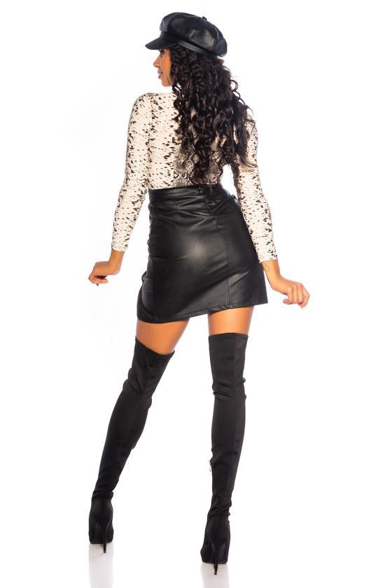 Juodos spalvos megzta suknelė su apykakle