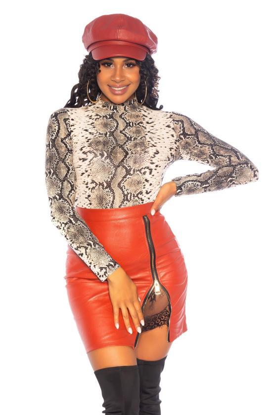 Juodos spalvos mezgta suknelė su praskiepu_242353