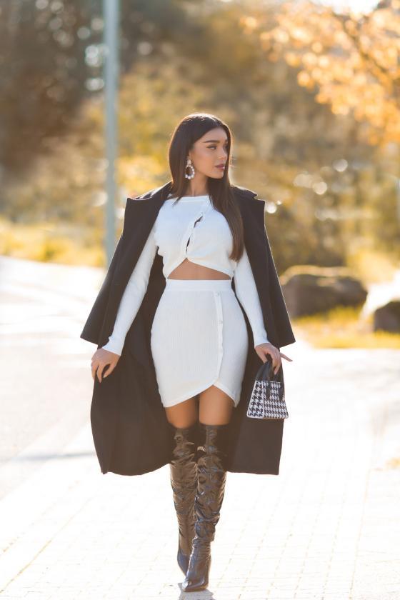 Juodos spalvos megztinis su elniais_242528