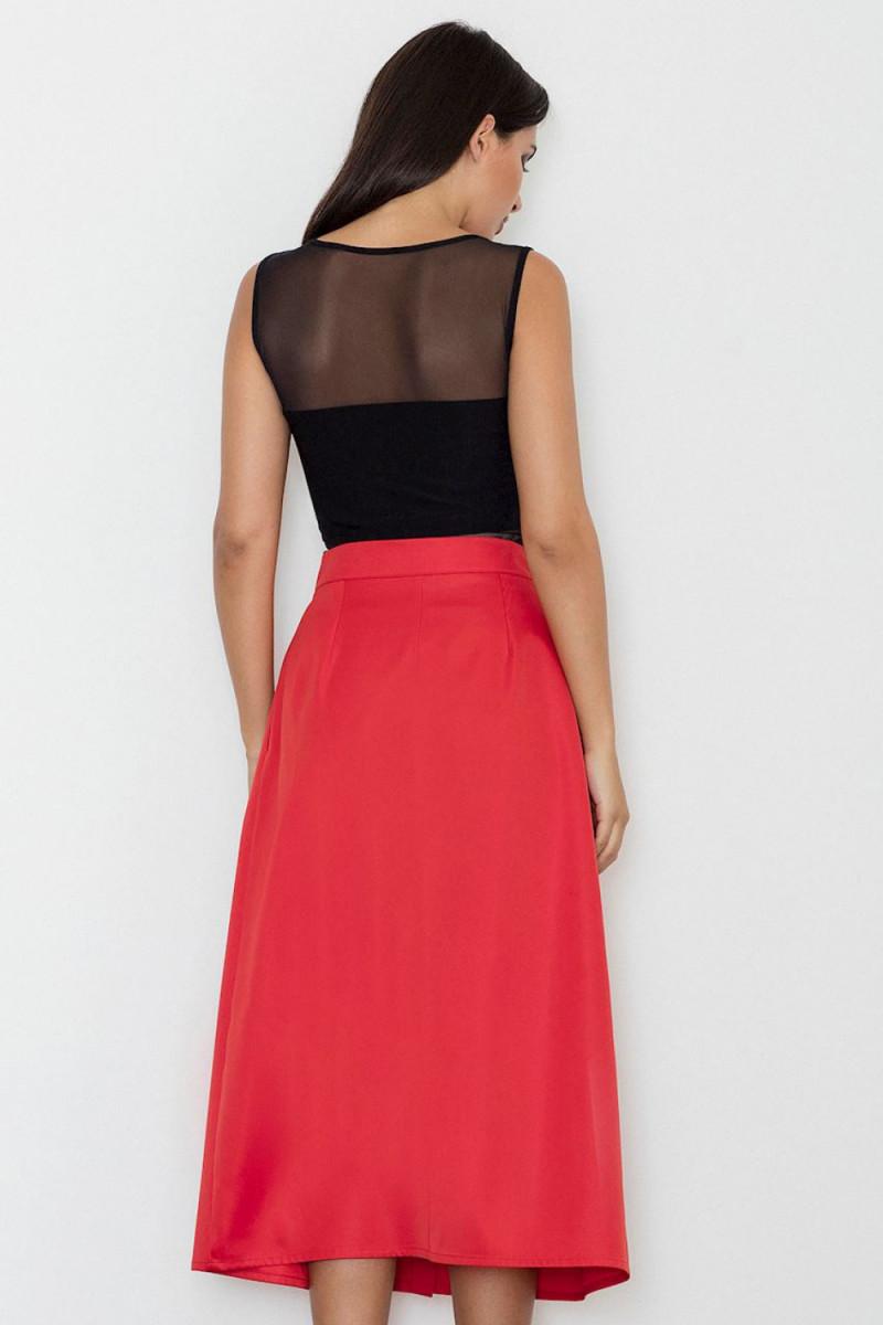 Elegantiška kapučino spalvos suknelė su šleifu