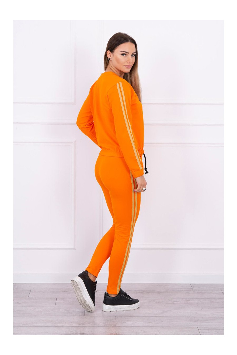Ryškus orandžinis laisvalaikio kostiumas_57858