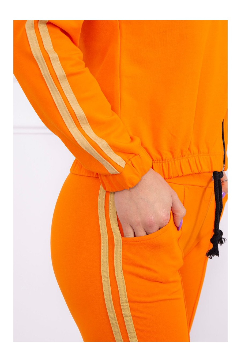 Ryškus orandžinis laisvalaikio kostiumas_57859