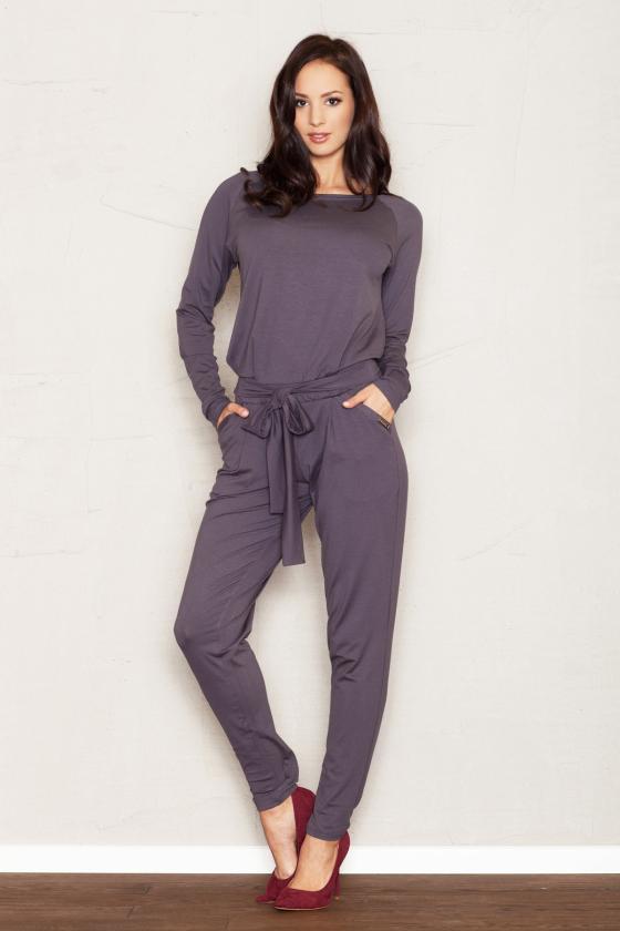 Baltos spalvos laisvalaikio kostiumas
