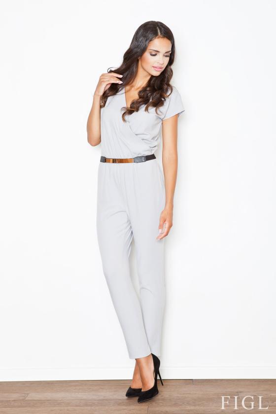Baltos spalvos suknelė dekoruota nėriniais