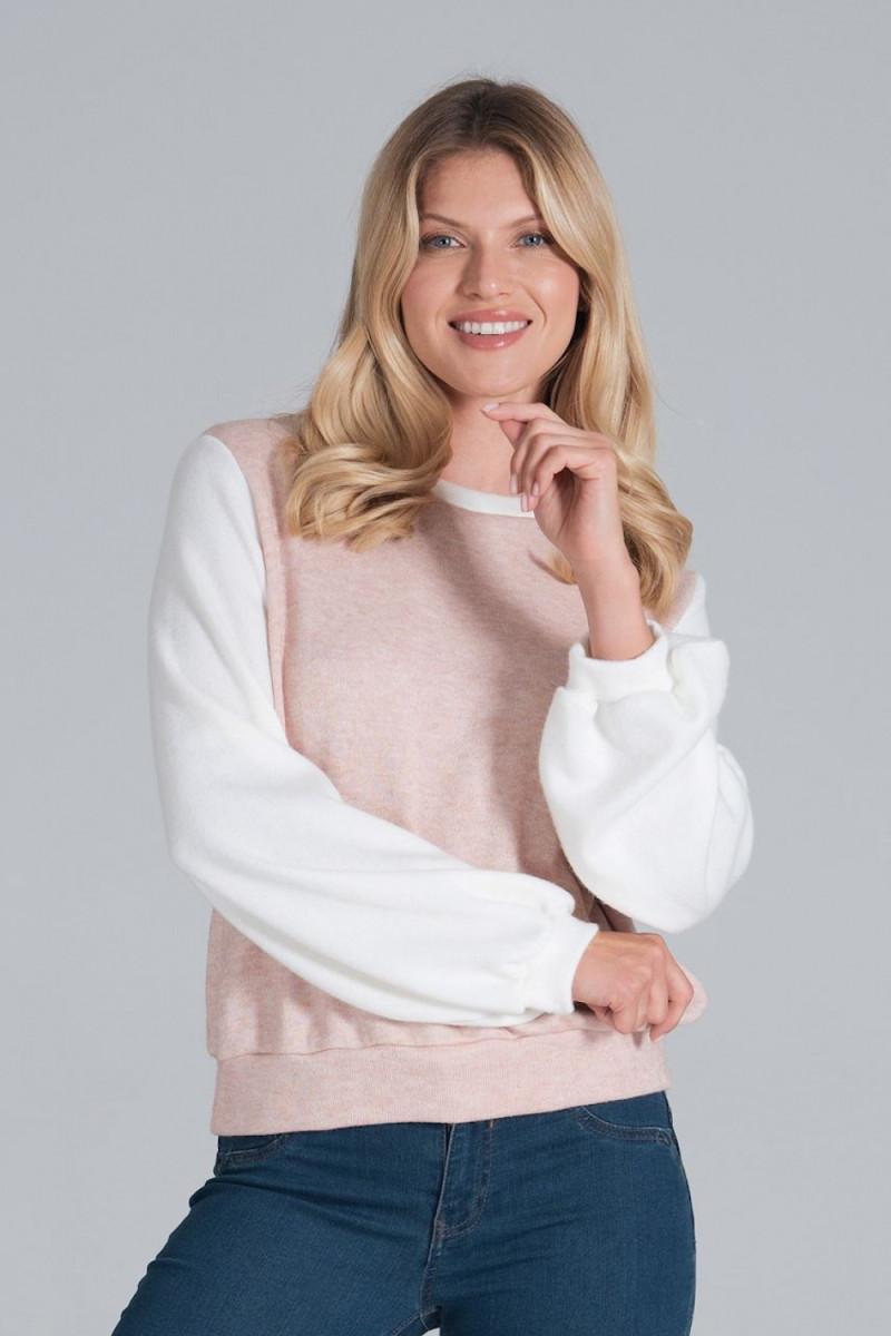 Rausva plisuota suknelė su iškirptomis rankovėmis