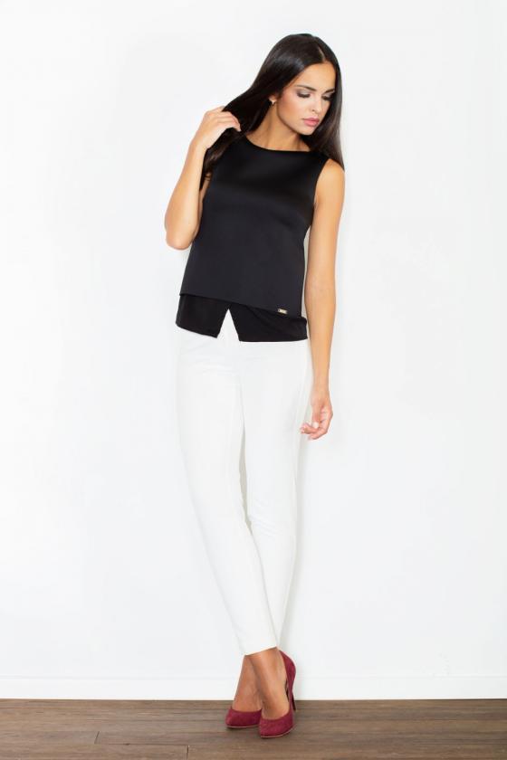 Juodos spalvos suknelė su kapišonu ir kišenėmis