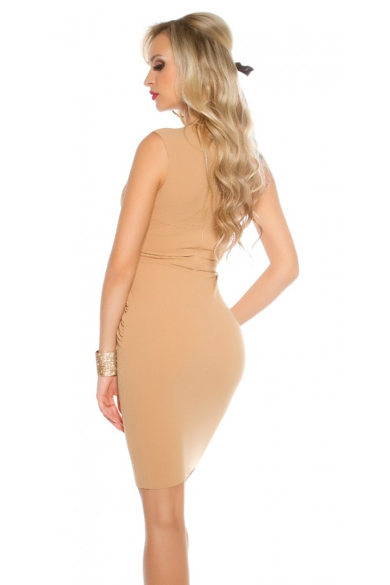 Klasikinė smėlio spalvos suknelė su dekoratyvia sagtimi_59047