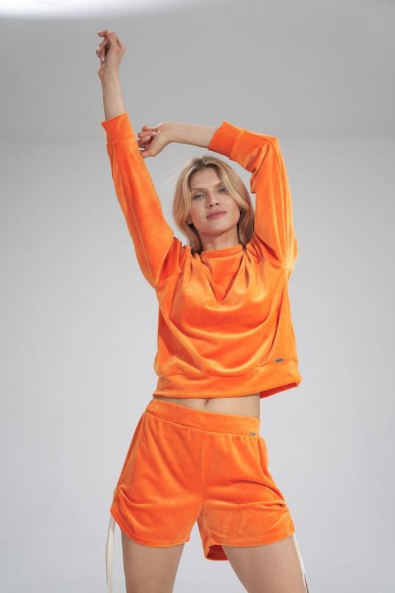 Violetinės spalvos sijonas dekoruotas gėlėmis