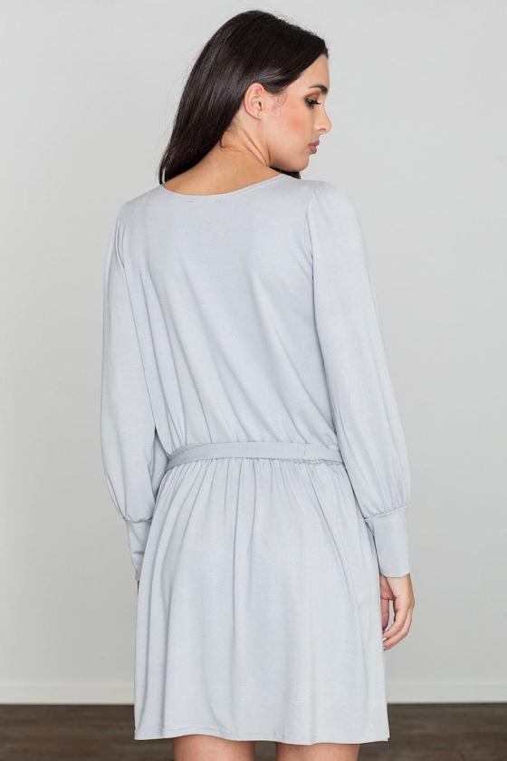 Ilga raudona suknelė atvirais pečiais