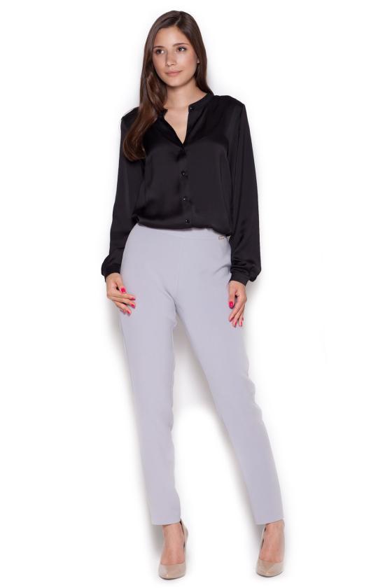 Ilga juoda suknelė atvirais pečiais