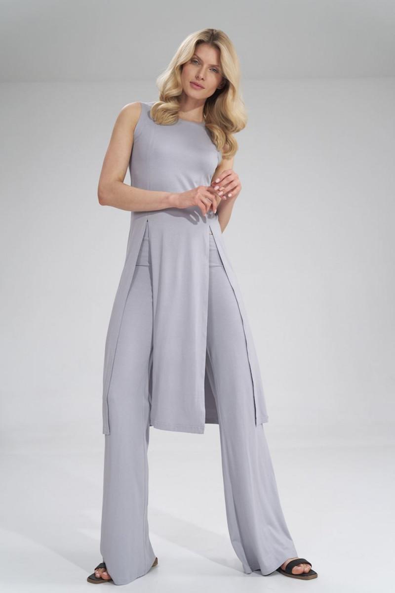 Juoda ilga suknelė dekoruota perliukais