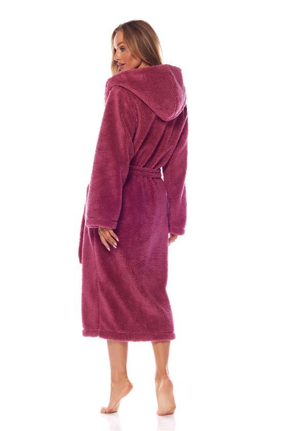 Rausvos spalvos raukiniuota suknelė ilgomis rankovėmis