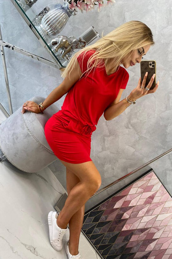 Medvilninė raudonos spalvos laisvalaikio suknelė