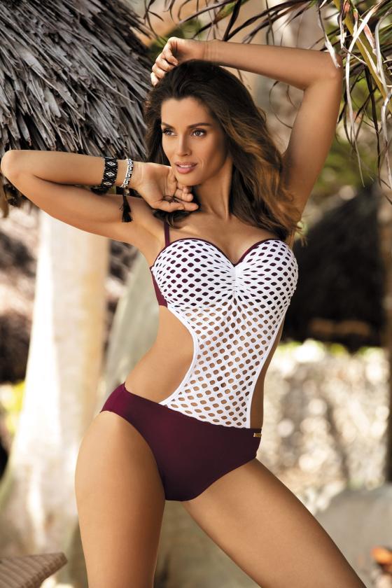 Elastinga raudonos spalvos suknelė dekoruota sagomis_62310