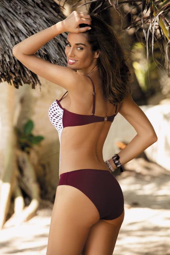 Elastinga raudonos spalvos suknelė dekoruota sagomis_62311