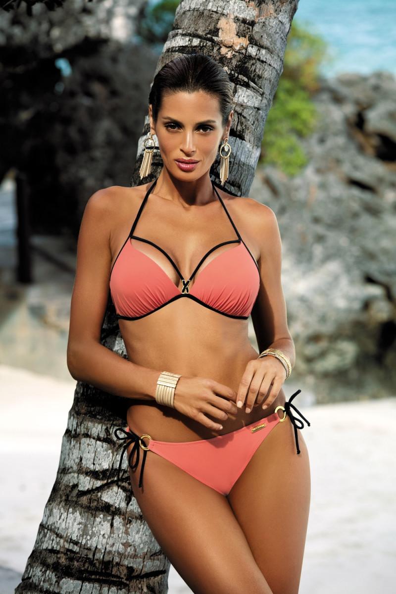 Elastinga juodos spalvos suknelė dekoruota sagomis_62317