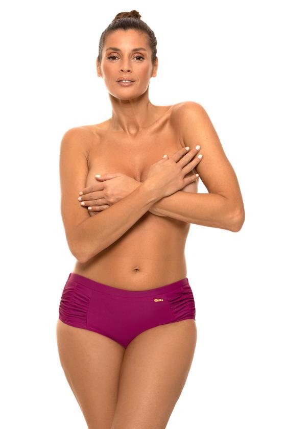 """Raudona """"skater"""" stiliaus suknelė su širdies formos iškirpte"""