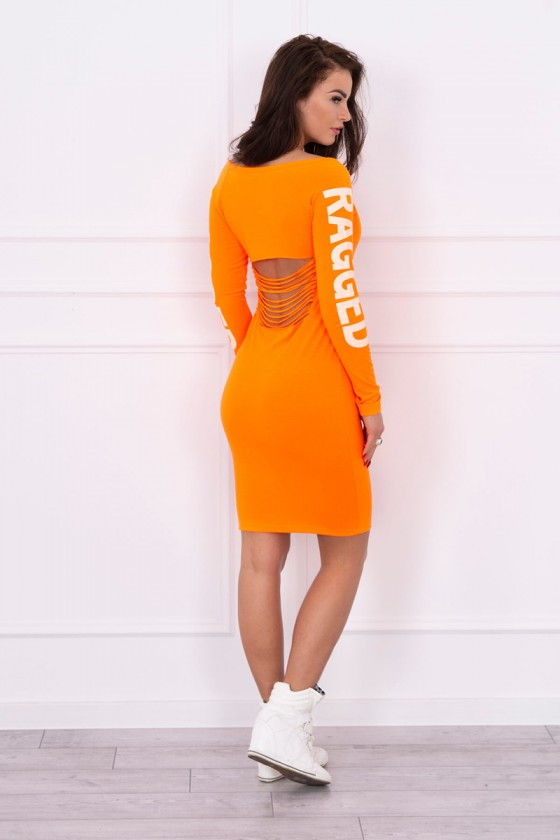 Oranžinė suknelė su užrašais ir iškirpte nugaroje_63714
